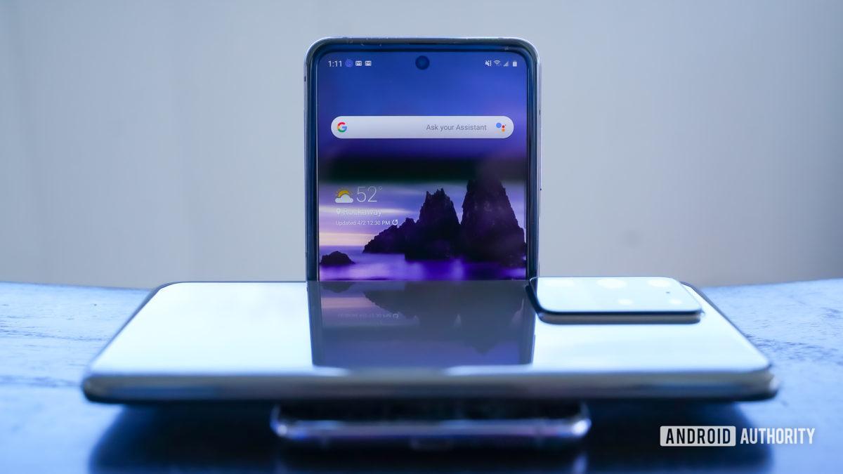 Samsung Galaxy S20 Ultra or Z Flip chomp