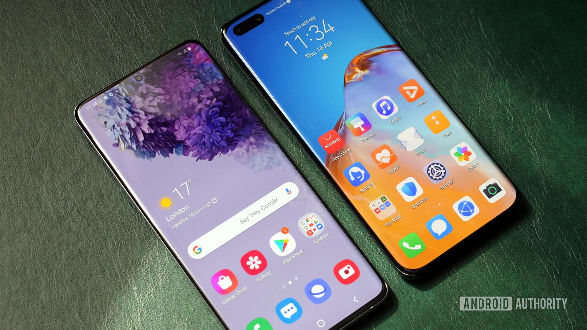 Samsung Galaxy S20 vs Huawei P40 Pro displays