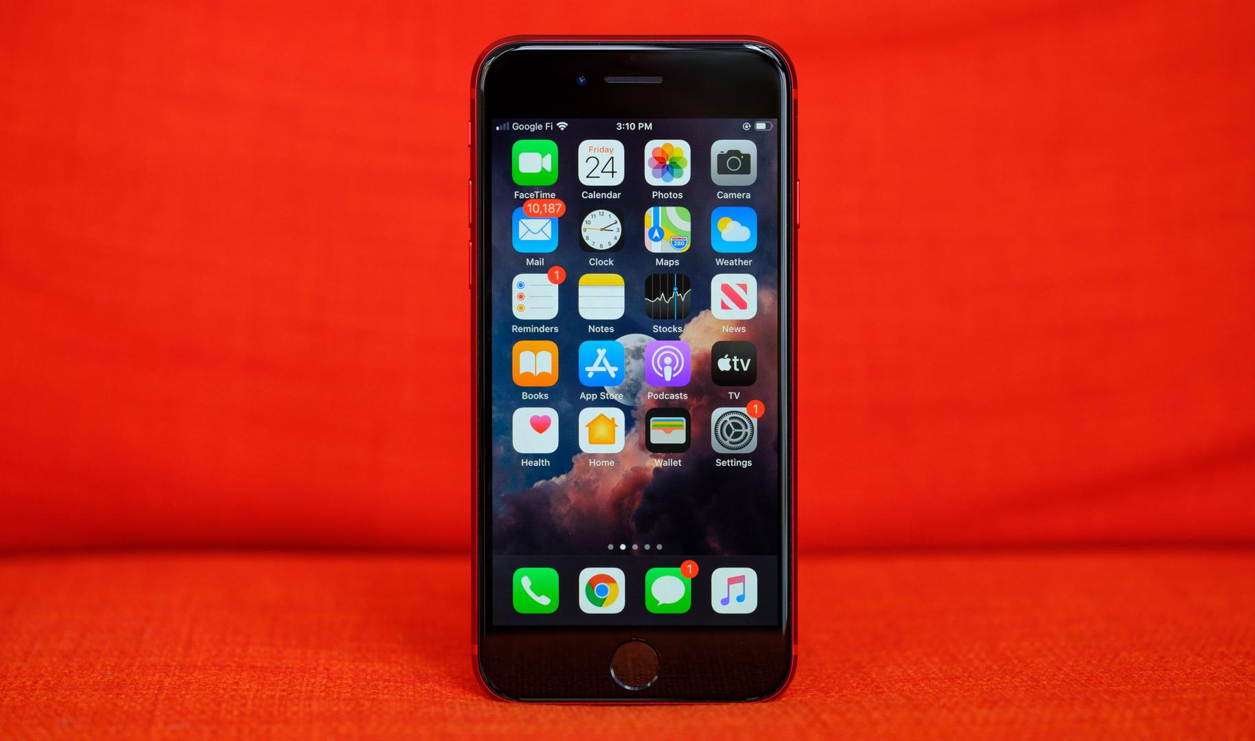iPhone SE home screen Google Pixel 4a alternatives