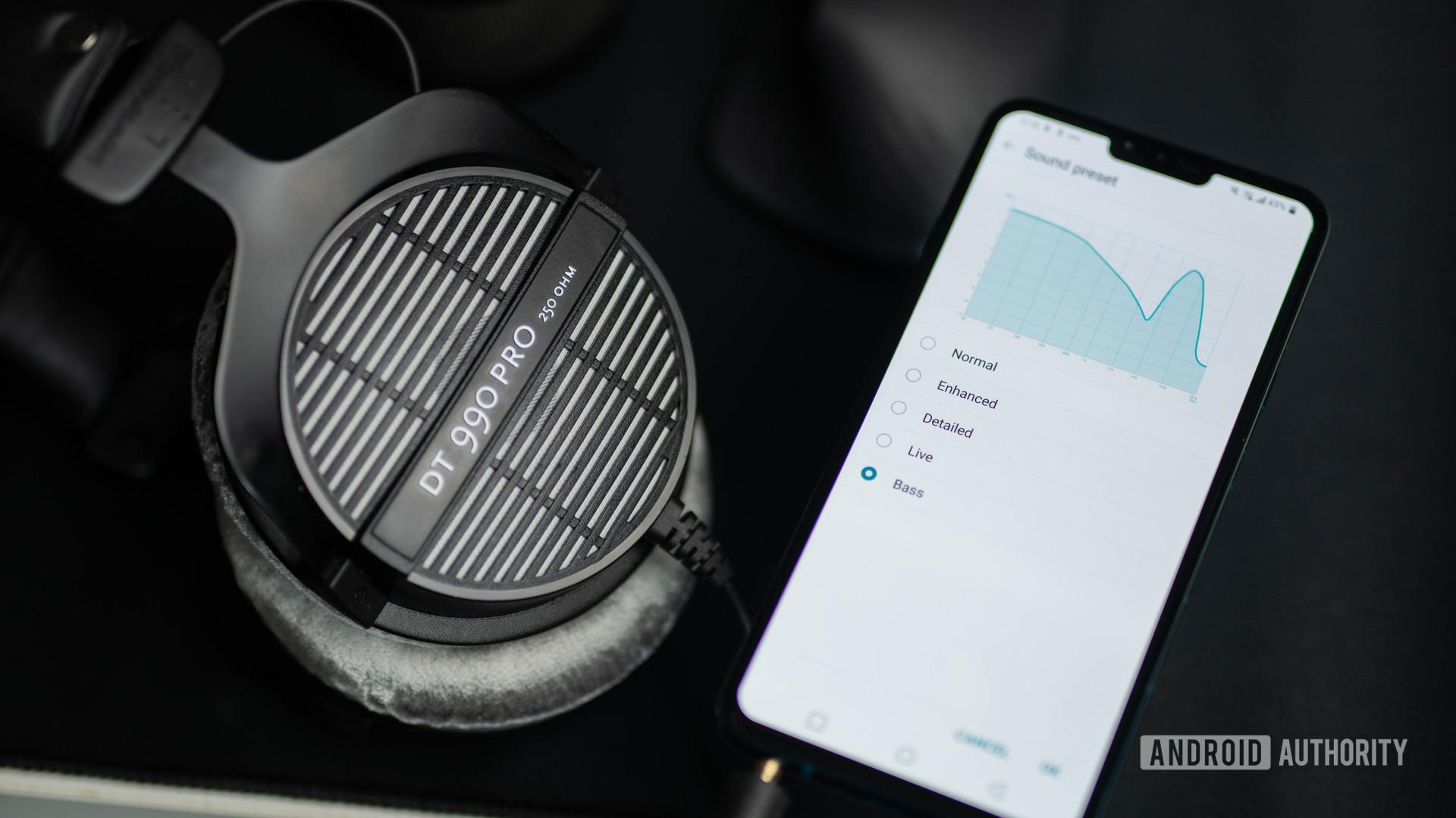 LG V40 ThinQ headphone eq port