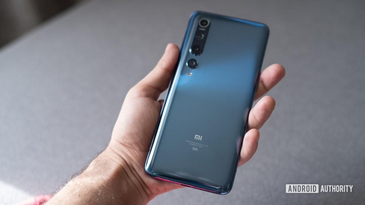Xiaomi Mi 10 in hand