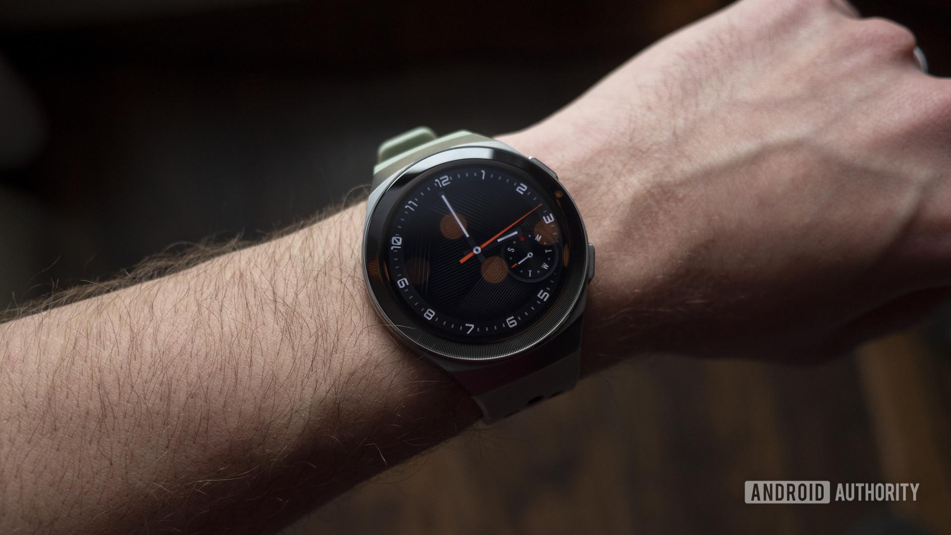 huawei watch gt 2e review on wrist analog watch face 2