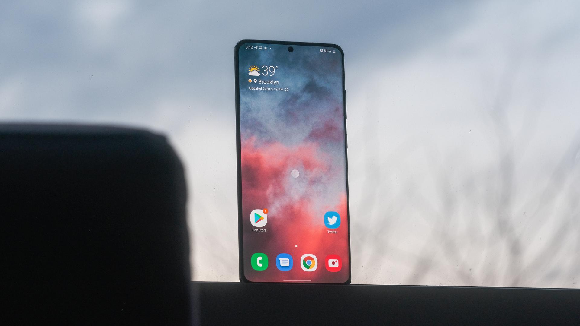 Samsung Galaxy S20 Ultra screen in the window 1