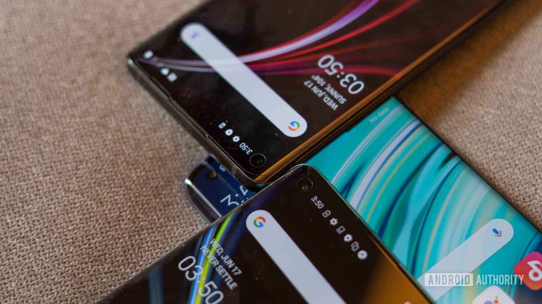 Xiaomi Mi 10 vs OnePlus 8 camera cut outs