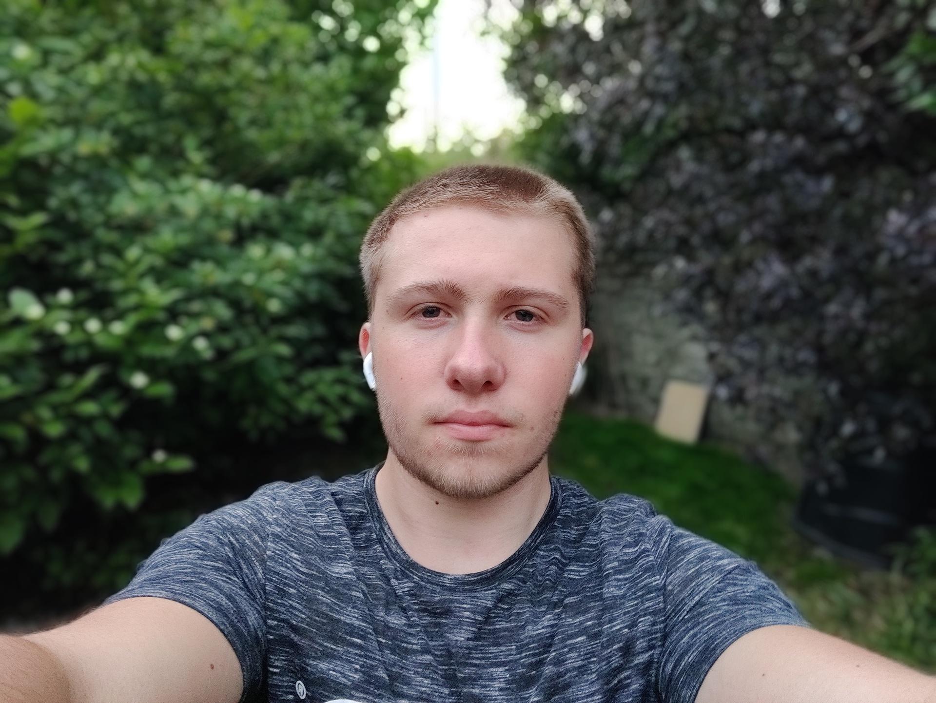 OnePlus Nord test image portrait mode selfie in garden