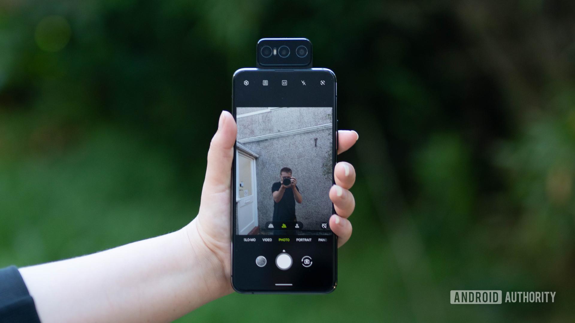 Asus Zenfone 7 Pro taking a selfie