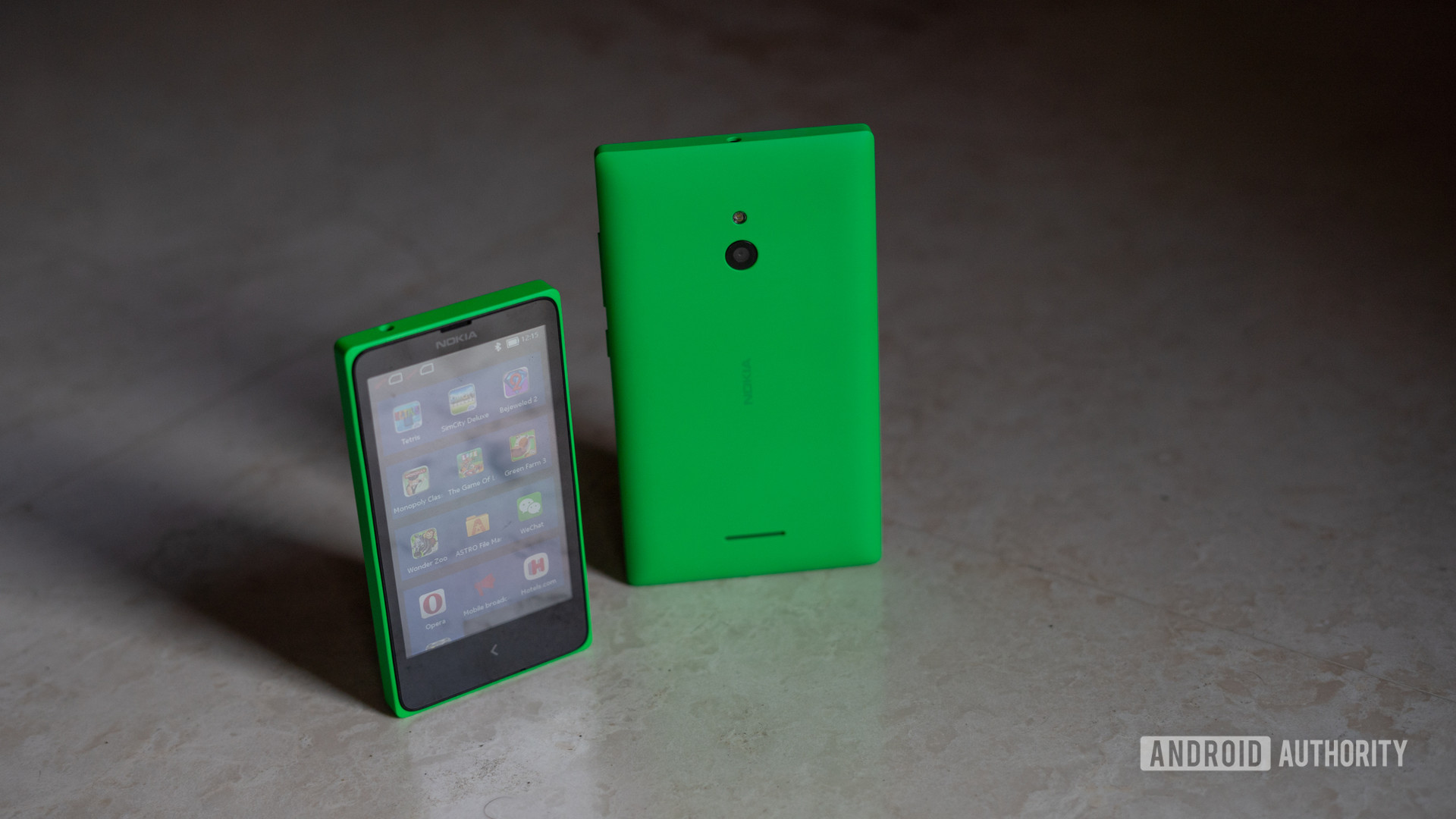 Nokia X Nokia XL profile shot showing front and back