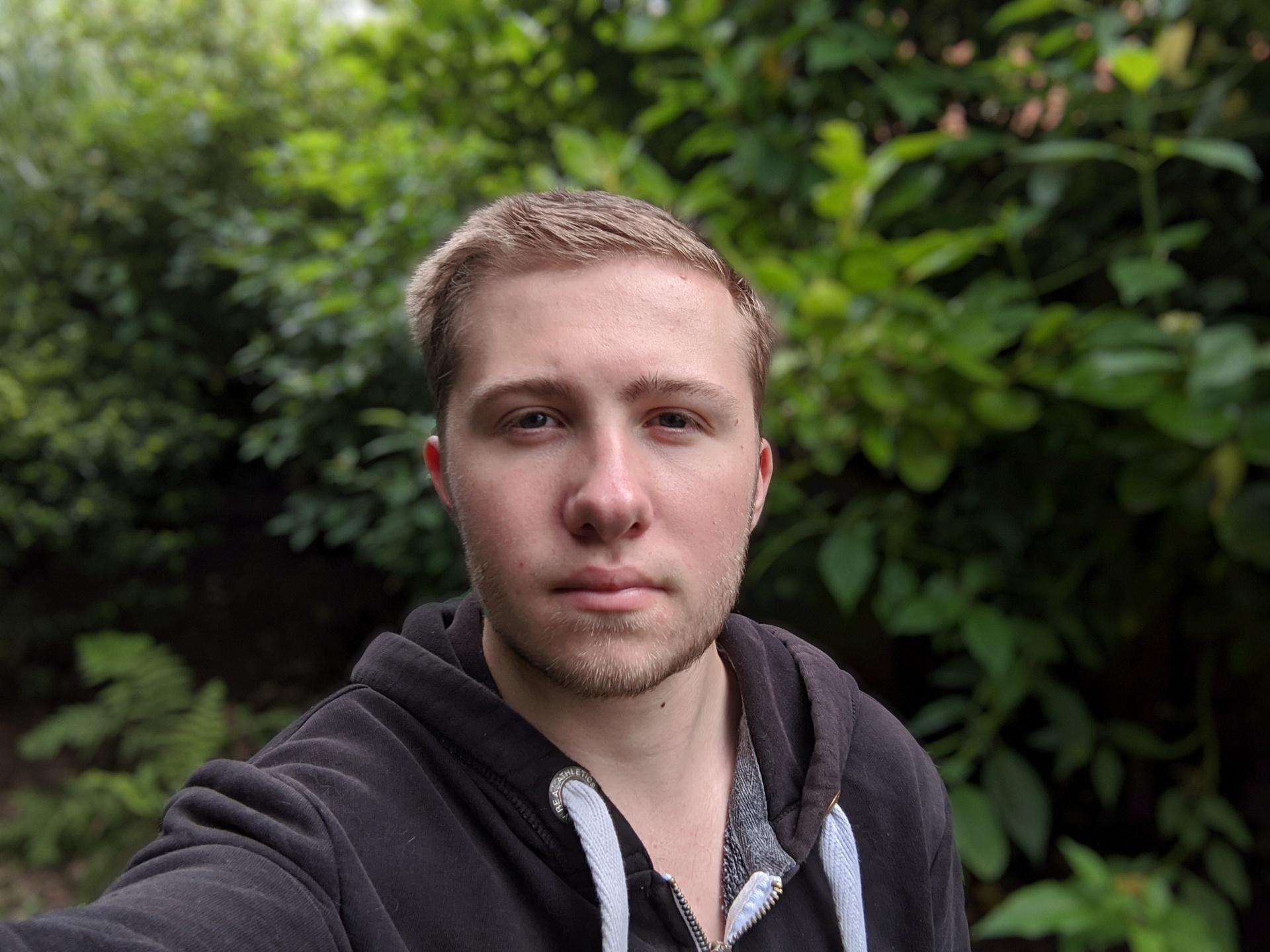 Nord vs 4a vs SE 4a outdoor portrait selfie