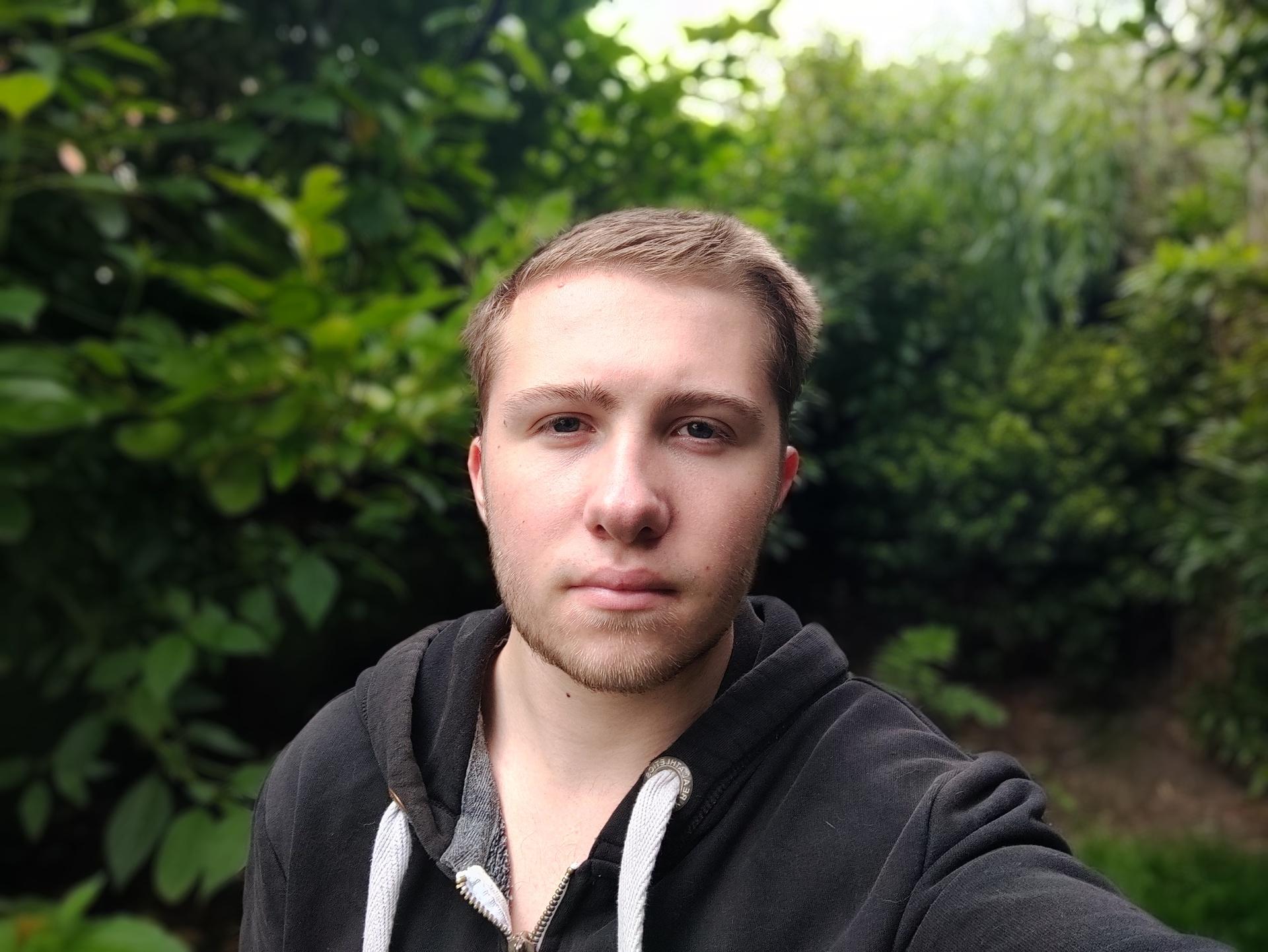 Nord vs 4a vs SE Nord outdoor portrait selfie