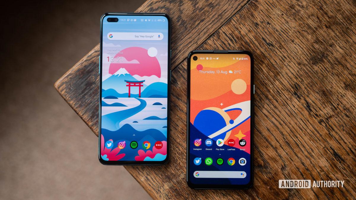 OnePlus Nord vs Pixel 4a Beide Geräte in gestaffelter Ansicht nebeneinander