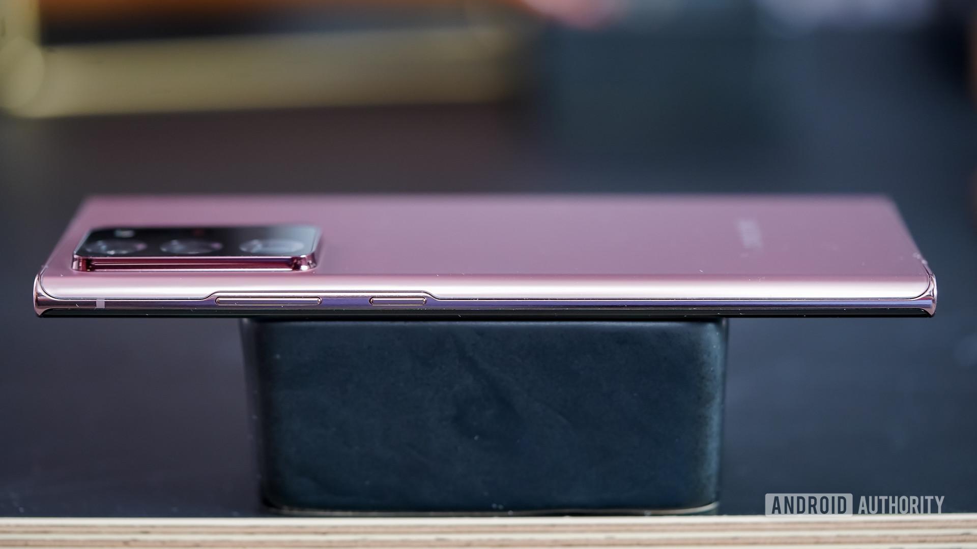 Samsung Galaxy Note 20 Ultra right edge