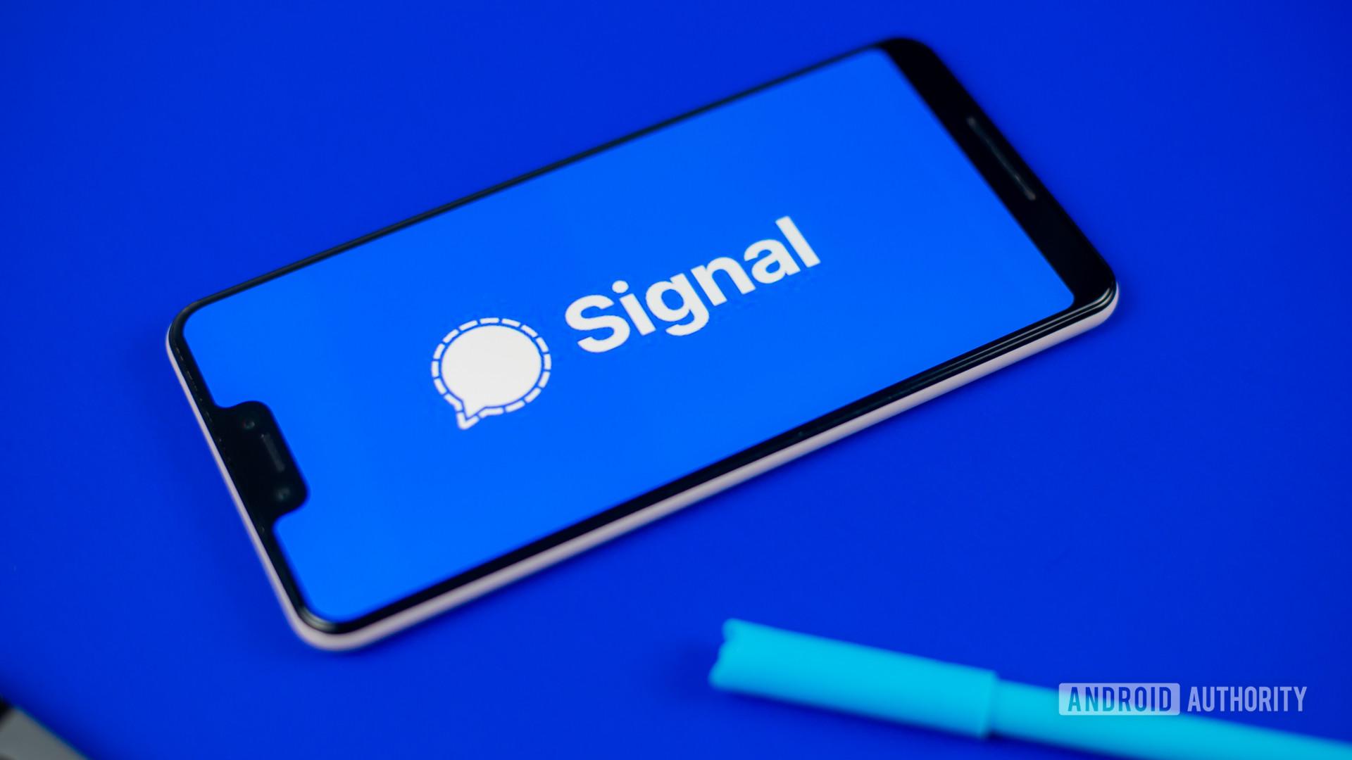 Signal Private Messenger stock photo 4