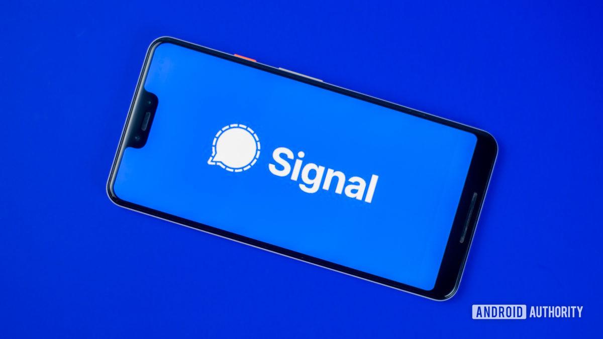 Signal Private Messenger stock photo 5