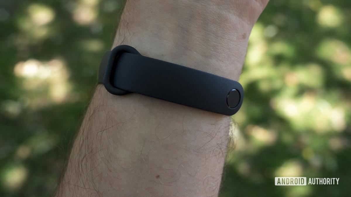 xiaomi mi band 5 review on wrist strap