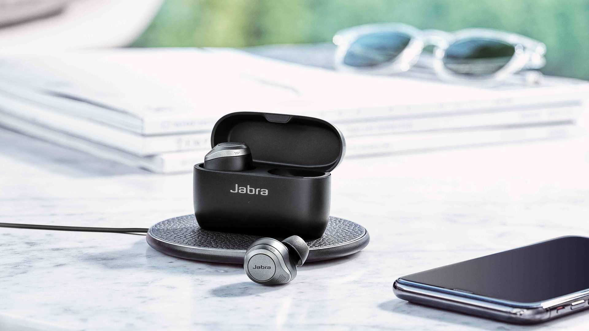 Jabra Elite 85t Titanium Black lifestyle wireless charging