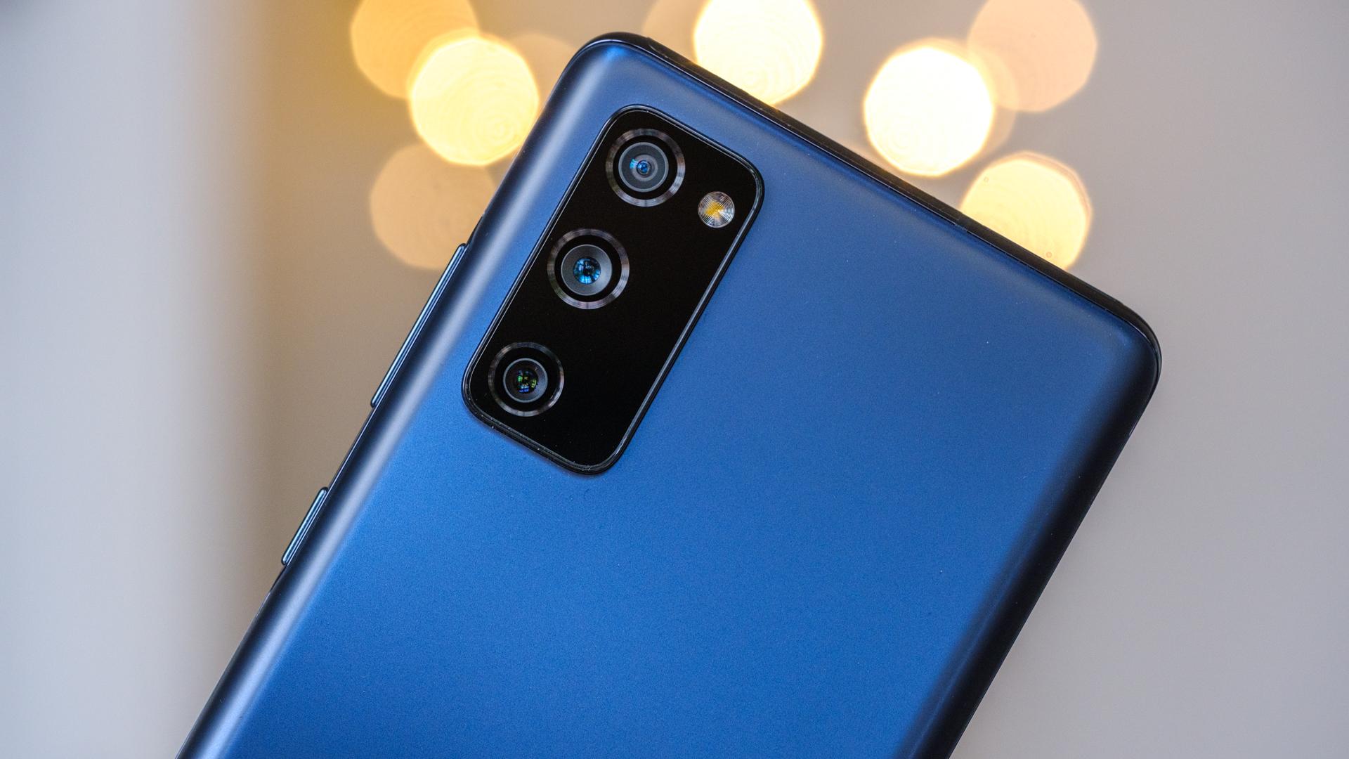 Samsung Galaxy S20 FE camera macro off center