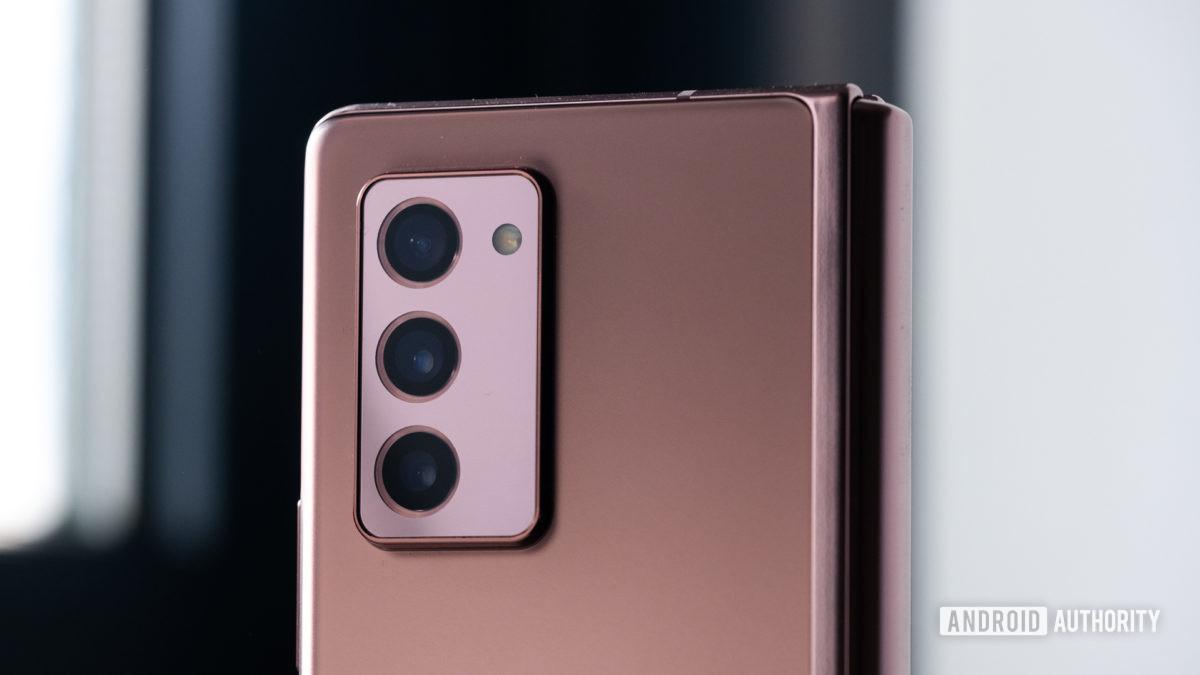 Samsung Galaxy Z Fold 2 camera macro