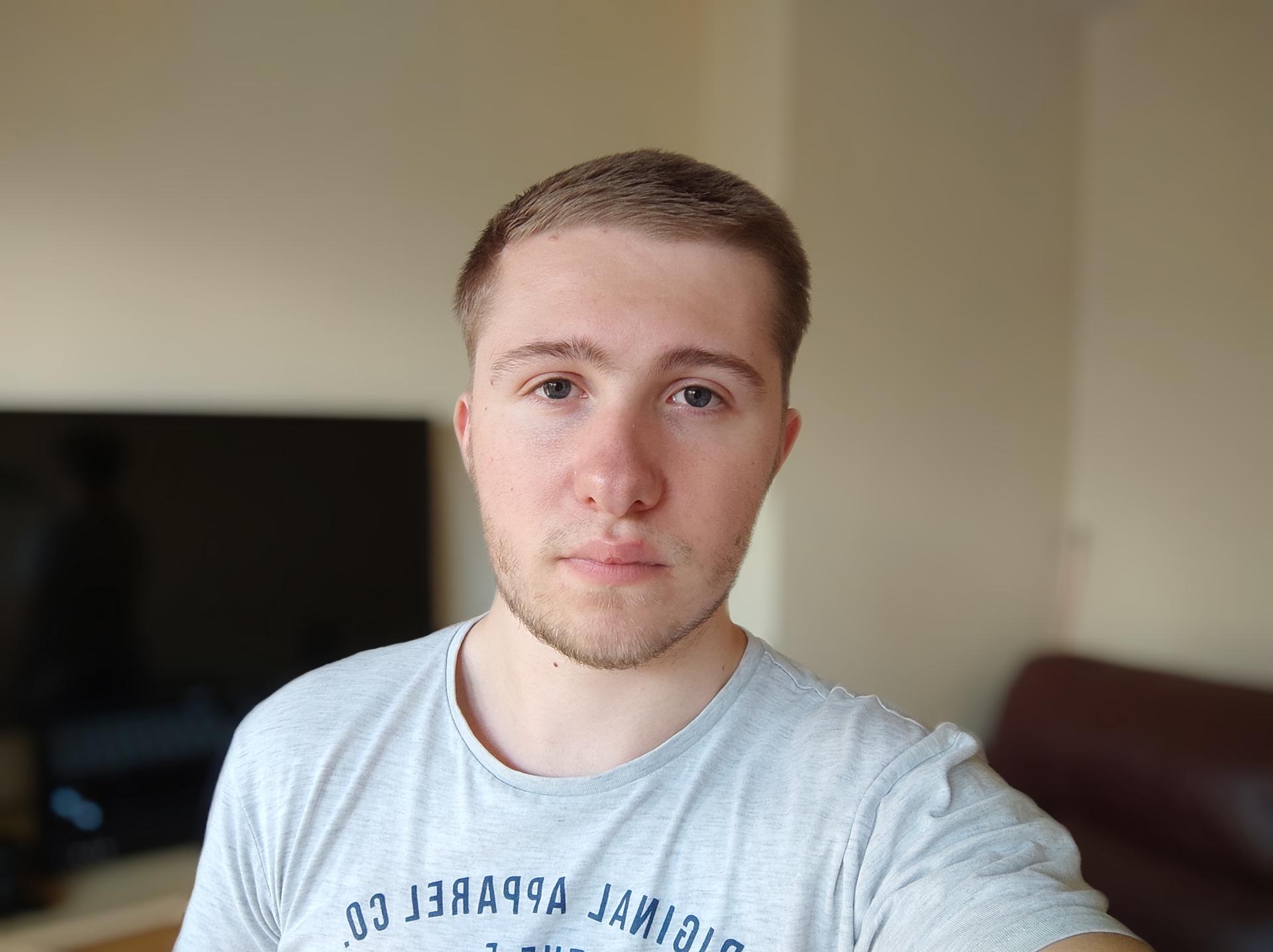 Xiaomi Poco X3 NFC indoor portrait selfie