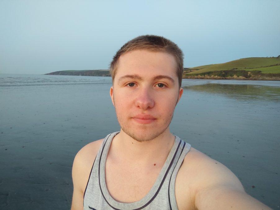 Xiaomi Poco X3 NFC selfie photo sample at the beach