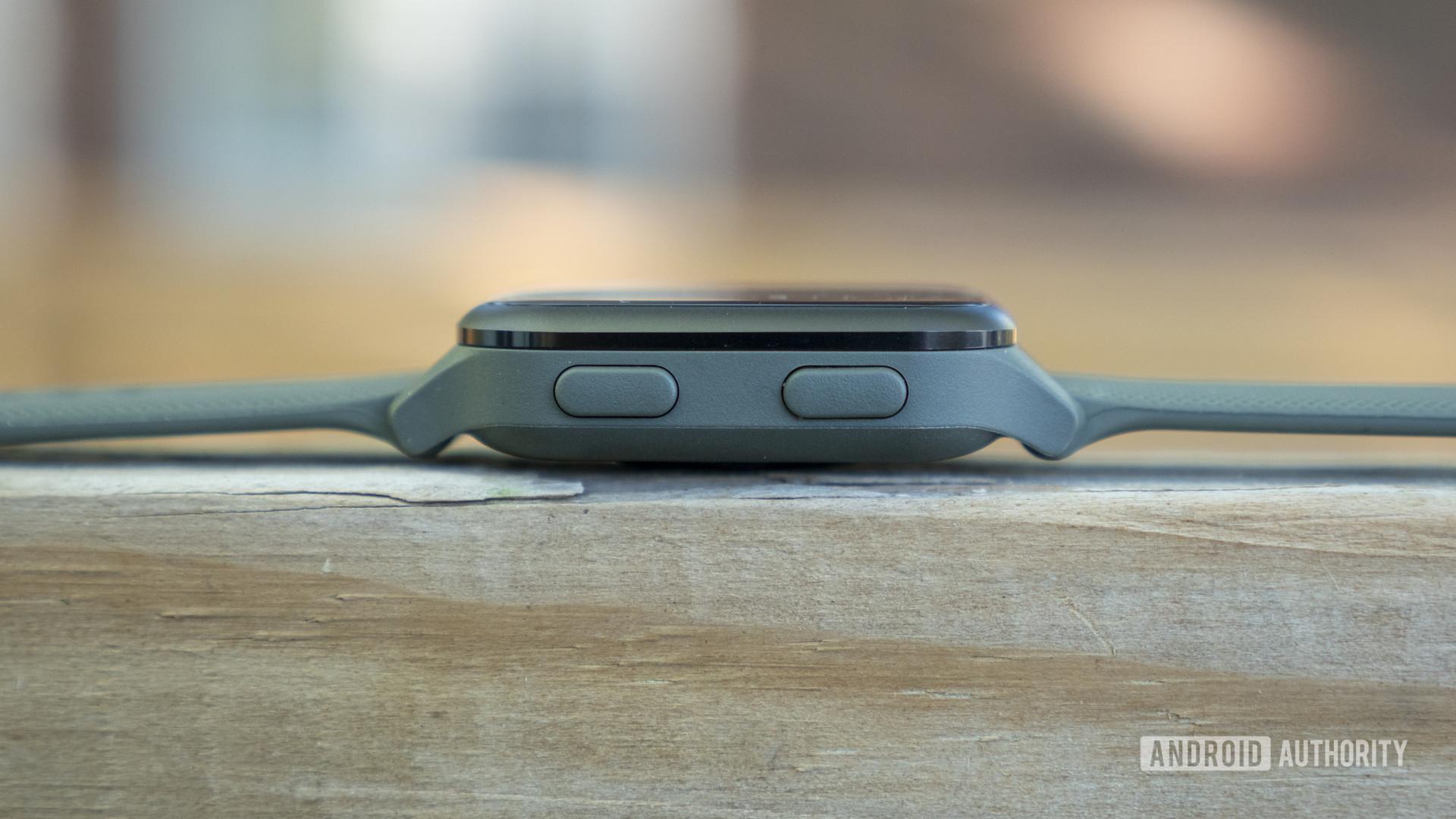 garmin venu sq review case buttons