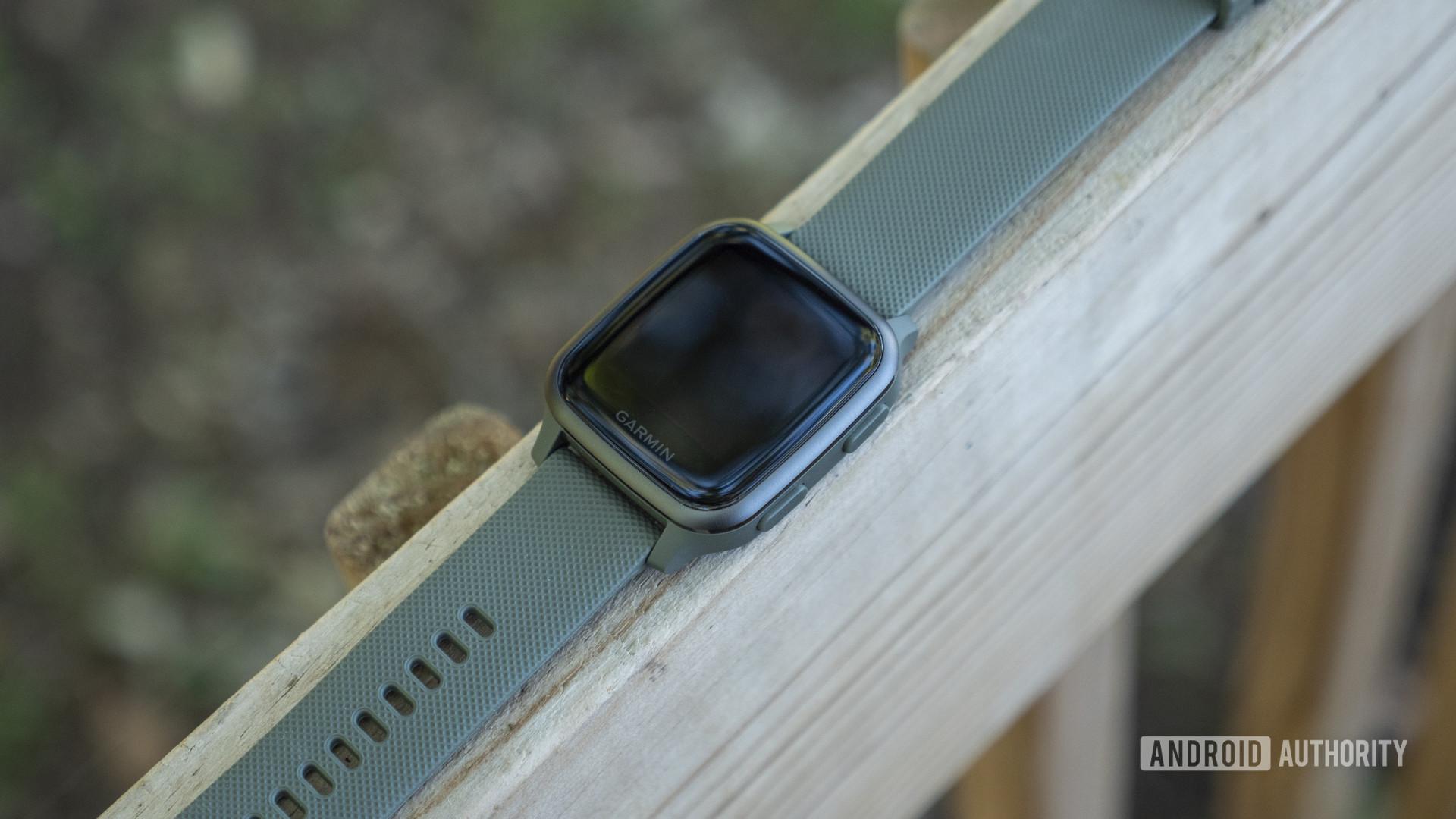 garmin venu sq review design watch strap display