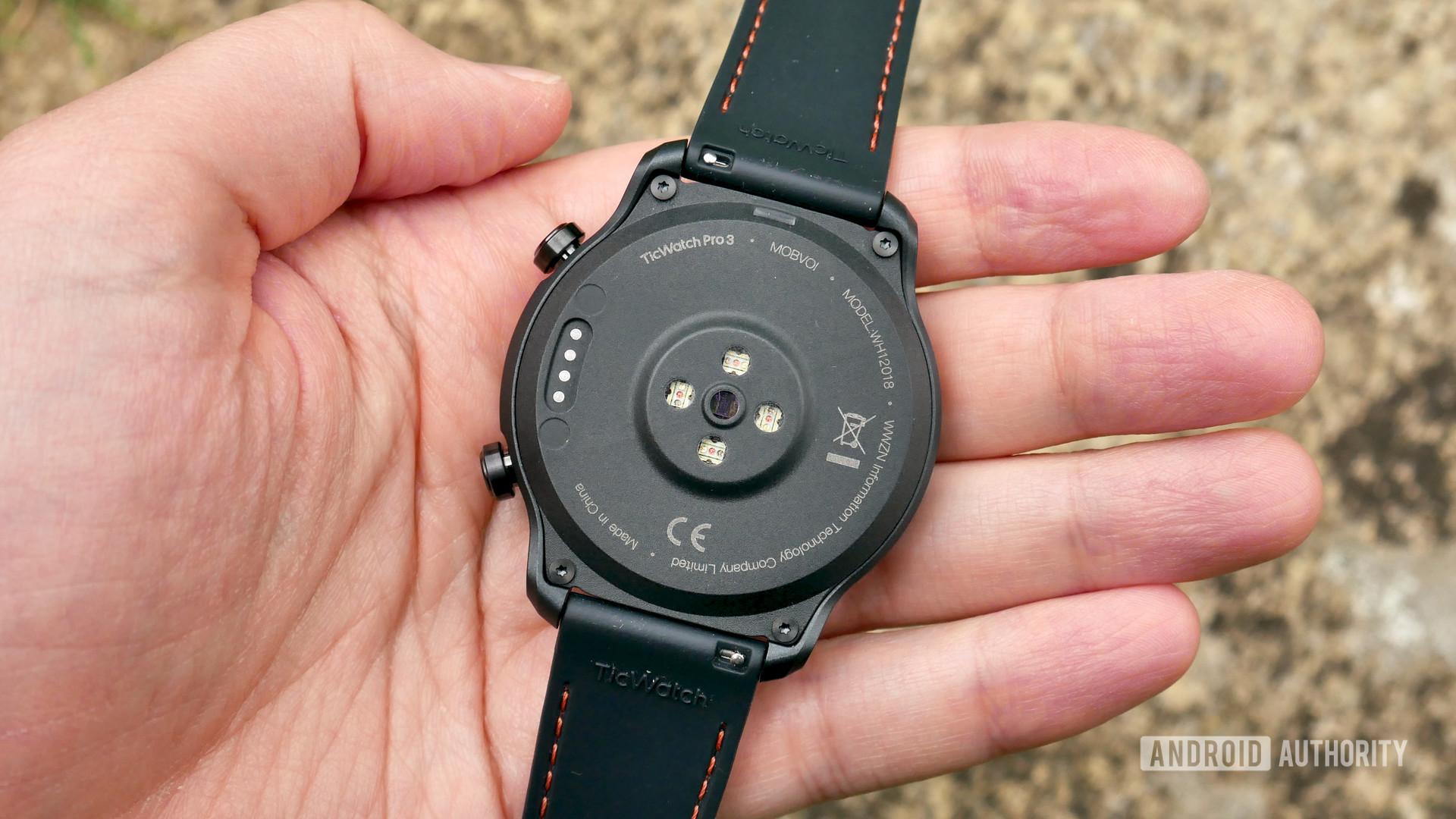 ticwatch pro 3 gps review rear