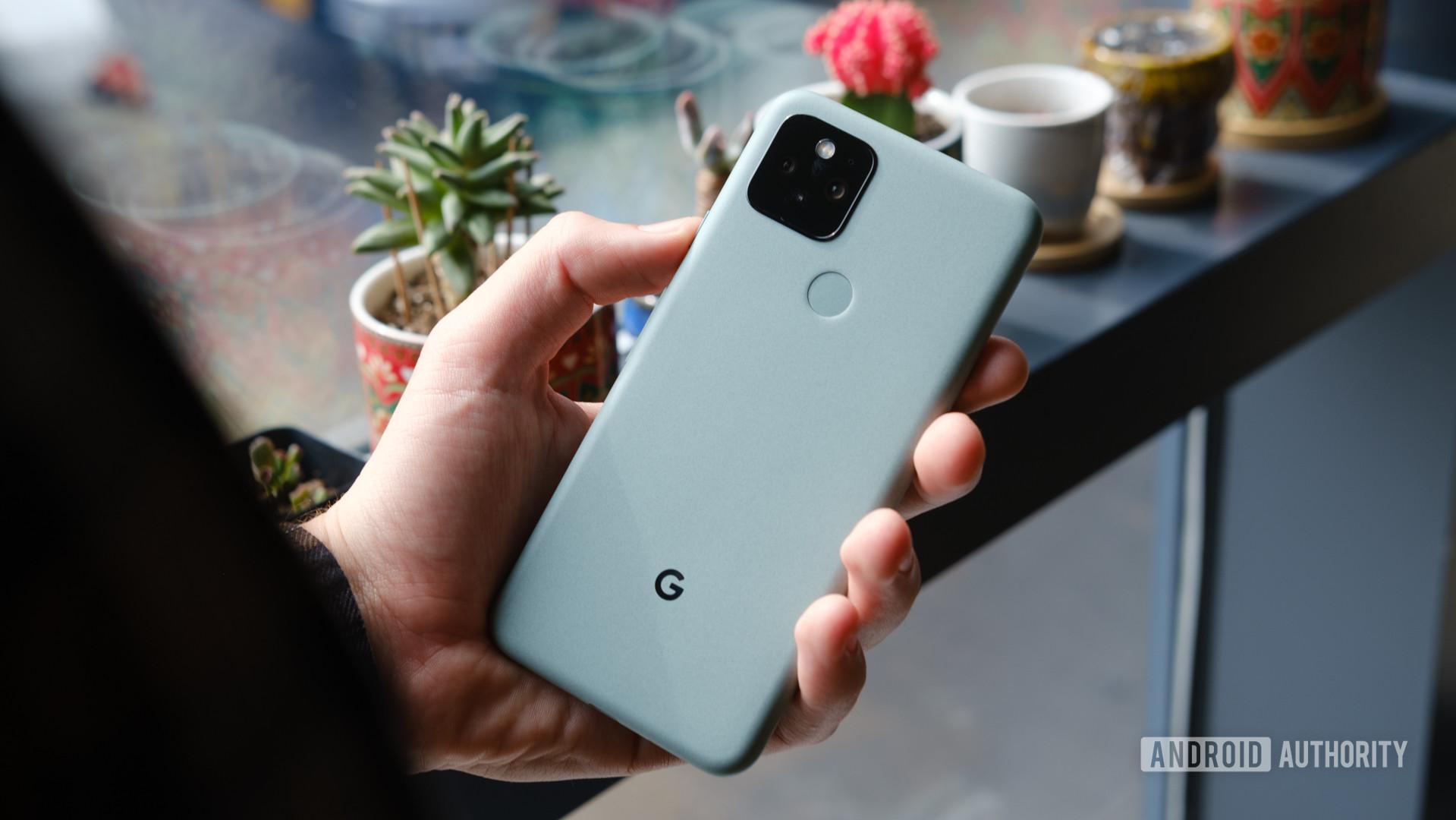Google Pixel 5 in hand 3