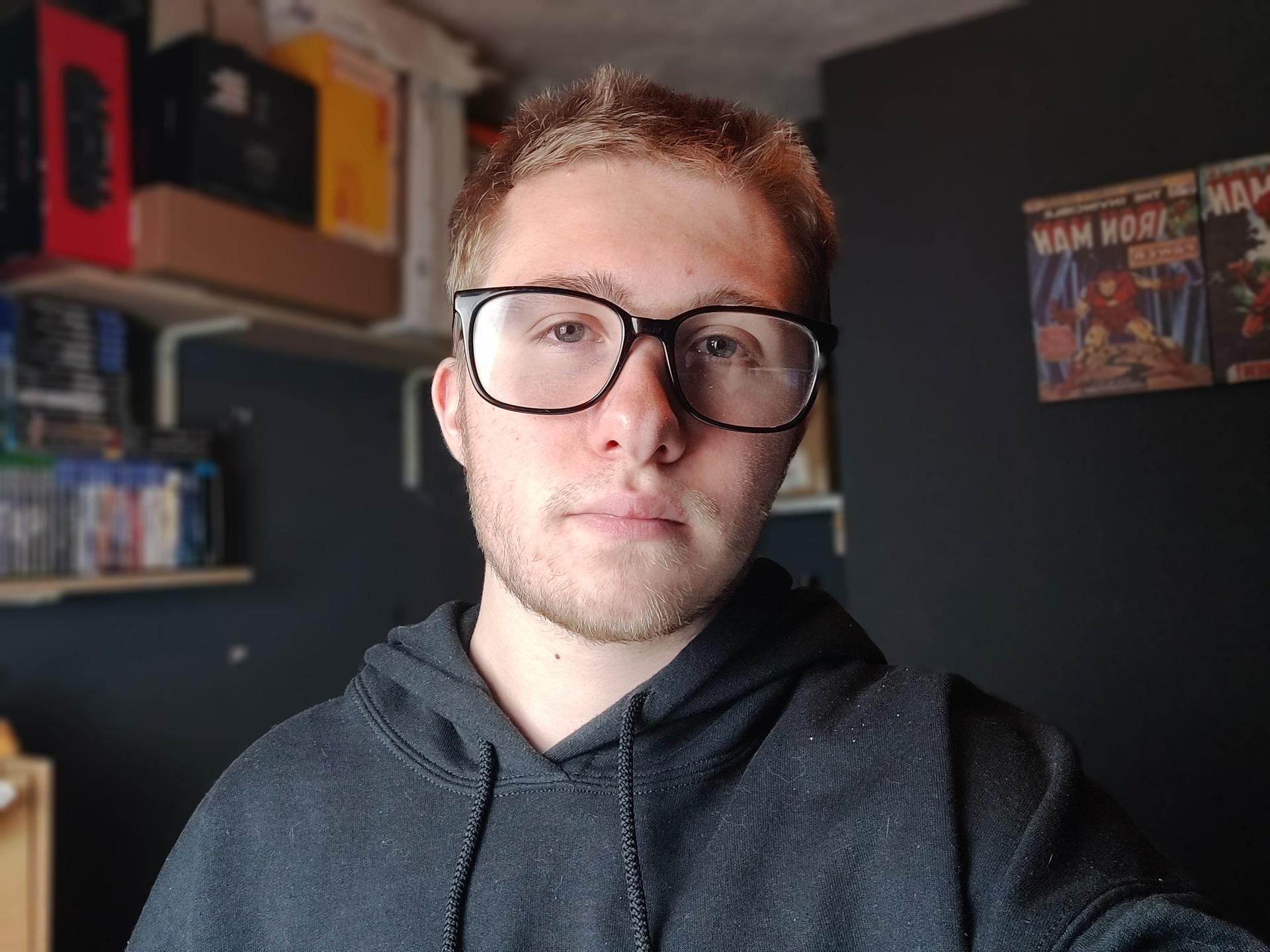 OnePlus 8T dimly lit indoor selfie portrait camera sample