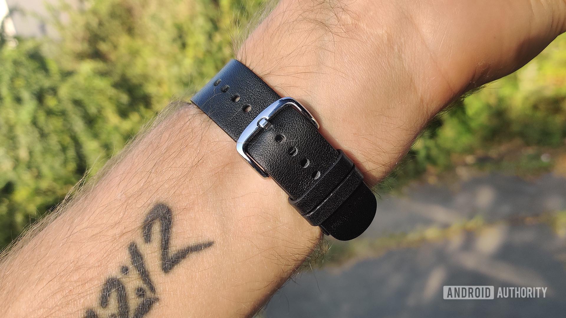 Zepp E Circle Review Wrist Strap Buckle