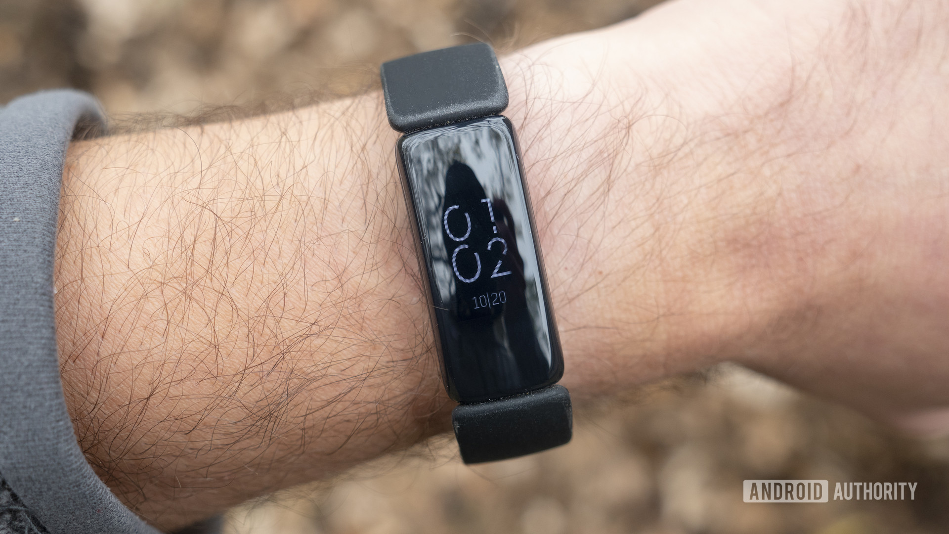fitbit inspire 2 review display on wrist