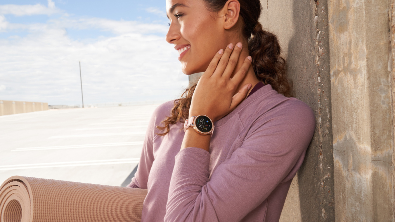 fossil gen 5e smartwatch on wrist