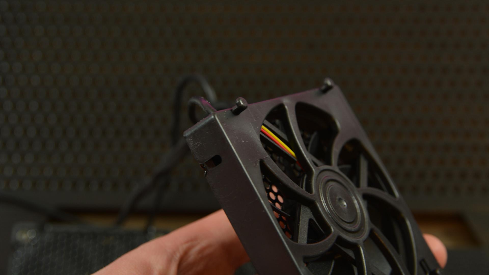 Cooler Master NotePal U3 Plus fan clips