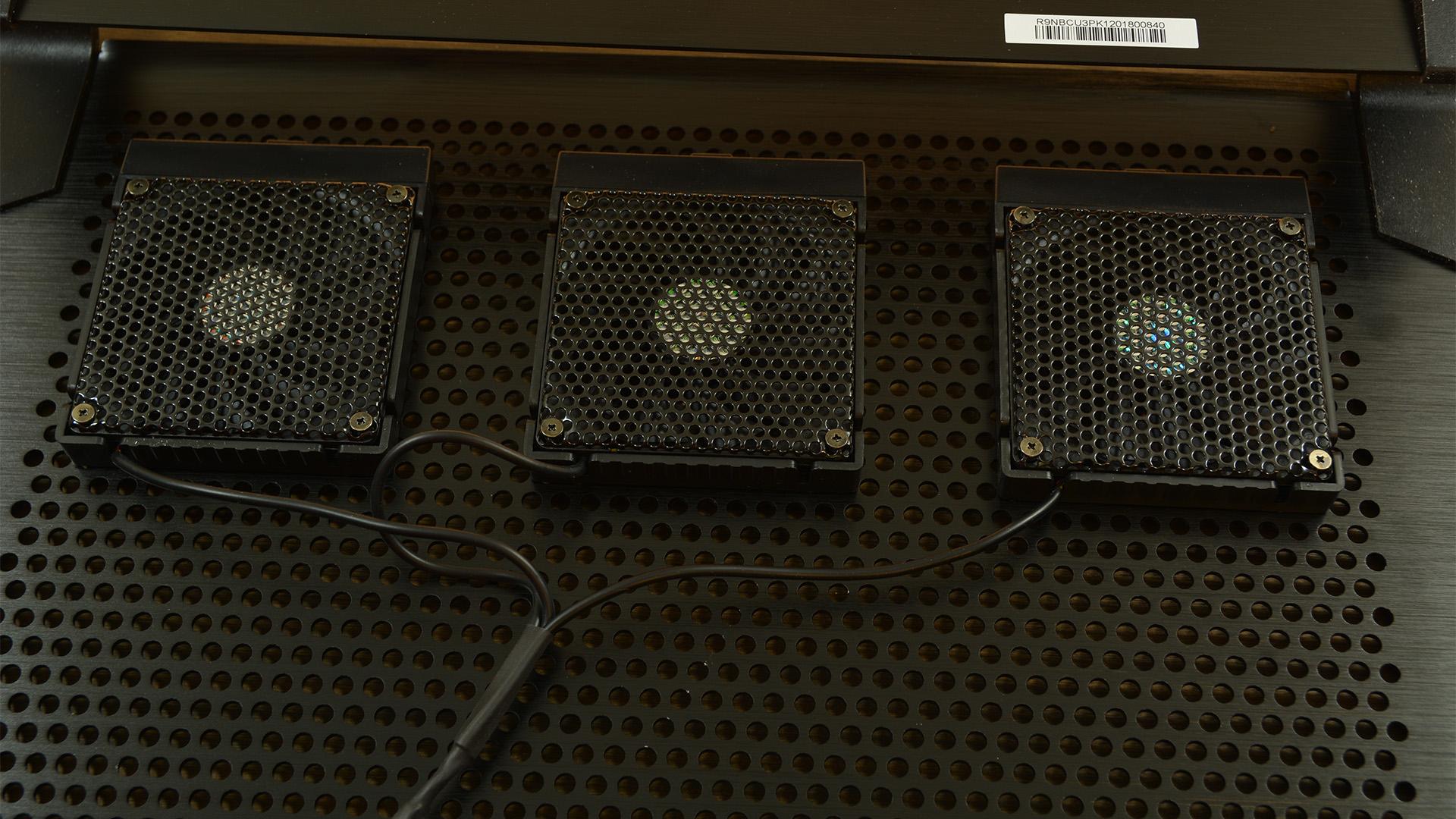 Cooler Master NotePal U3 Plus fans attached