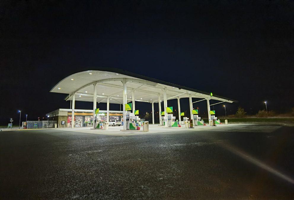 Huawei Mate 40 Pro ultrawide shot of a fuel station