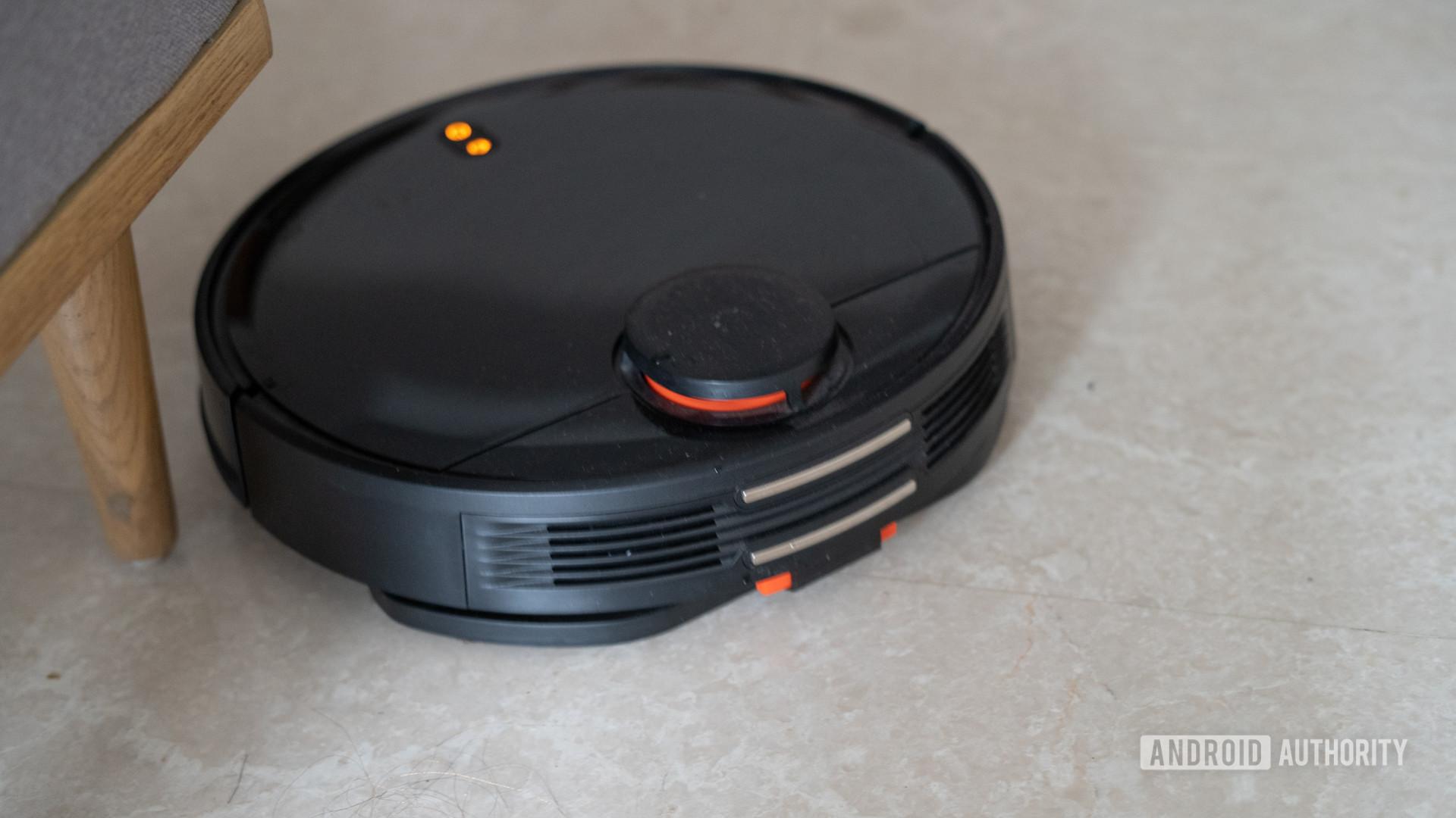 Mi Robot Vacuum Mop P charging contacts