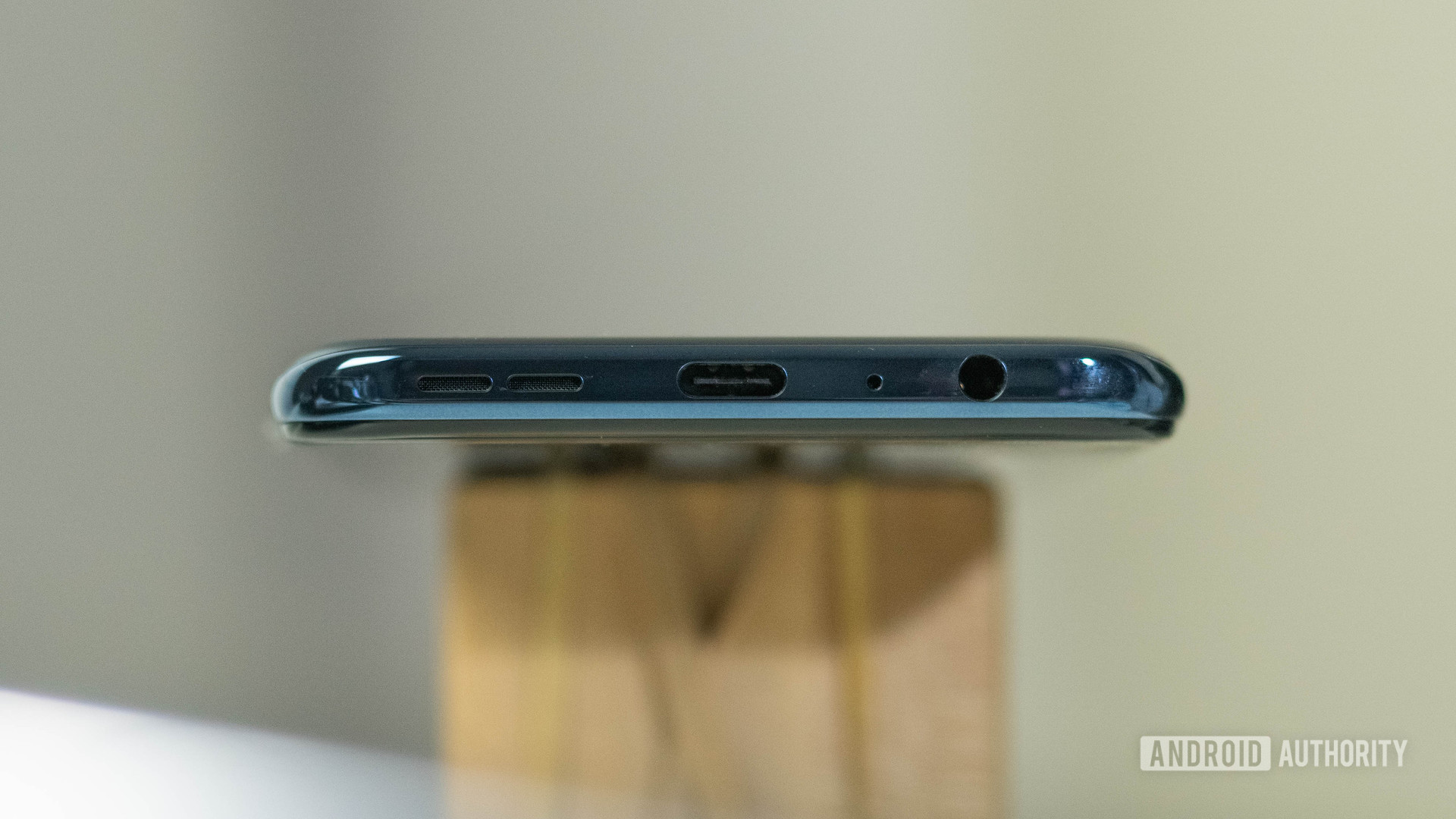 OnePlus Nord N100 bottom view