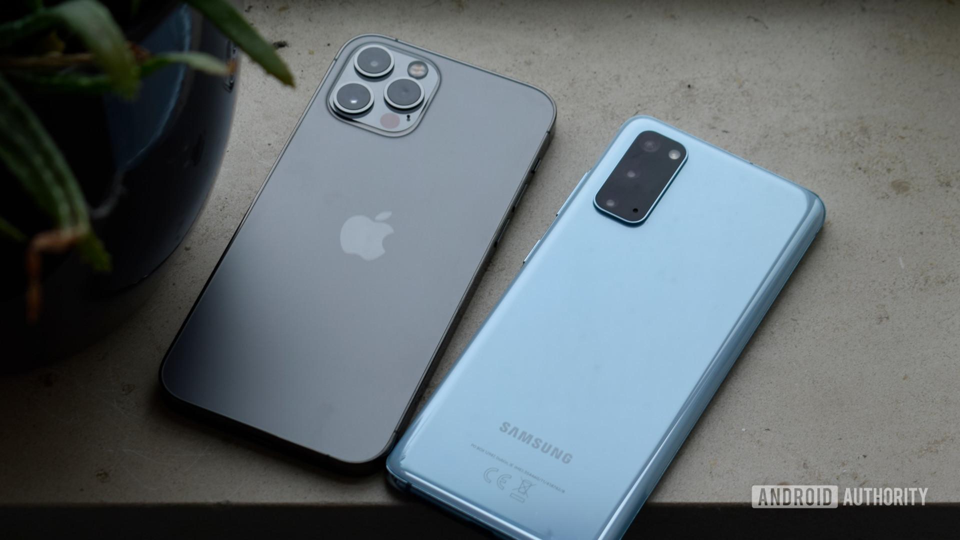 Samsung Galaxy S20 vs Apple iPhone Pro EOY 2020
