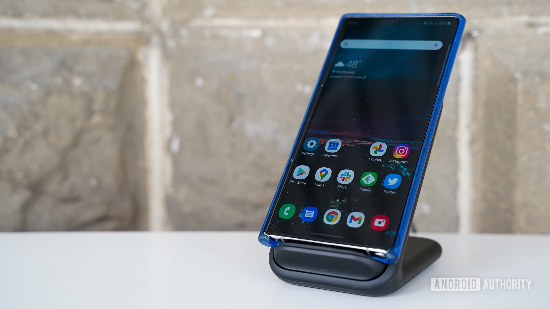 Samsung Wireless Charger Stand with phone
