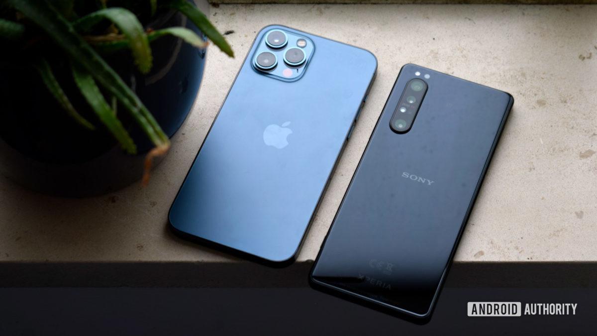 Sony Xperia 1 II vs Apple iPhone 12 Max EOY 2020 - Repair a water damaged phone