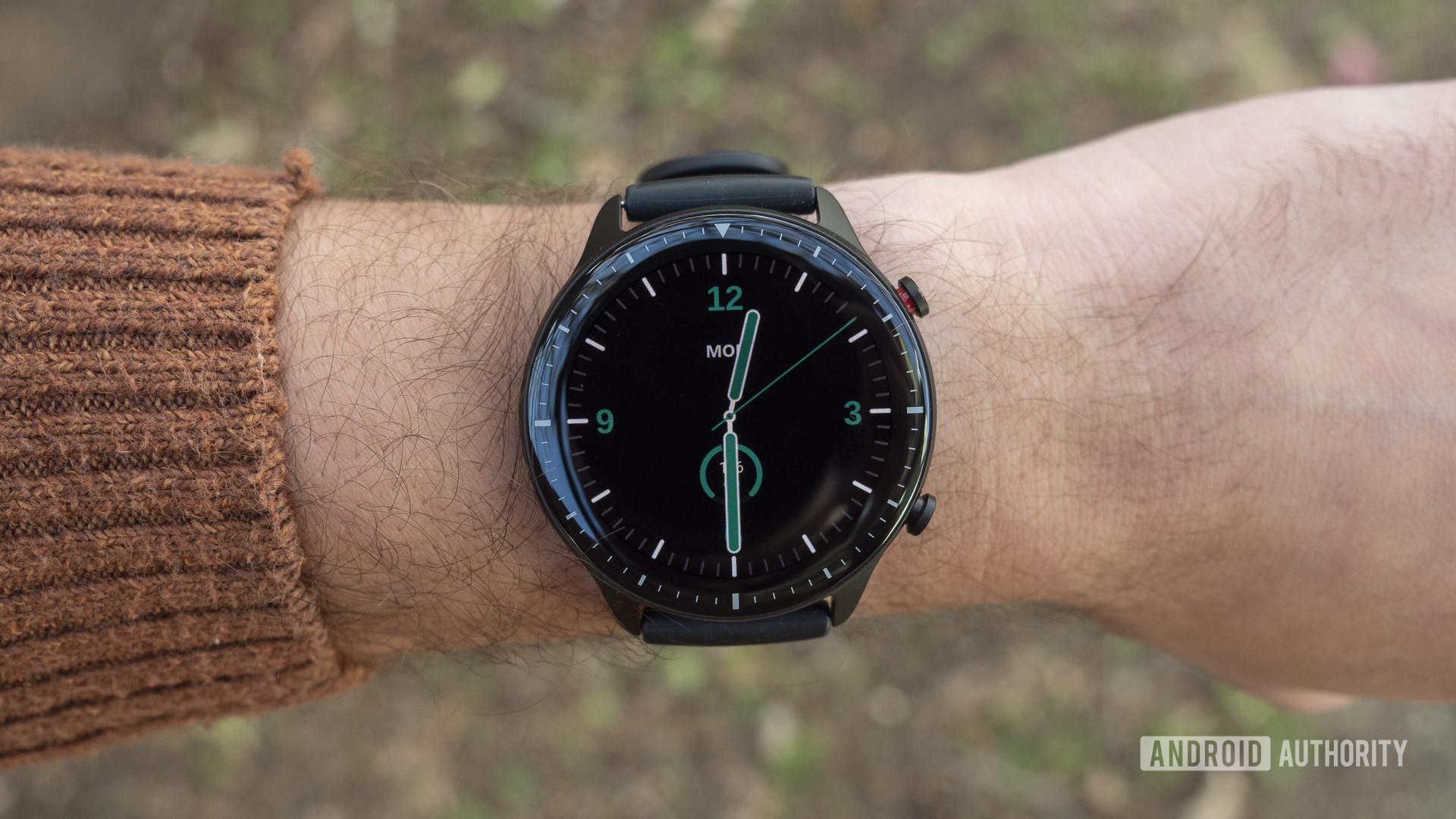 huami amazfit gtr 2 review on wrist design display