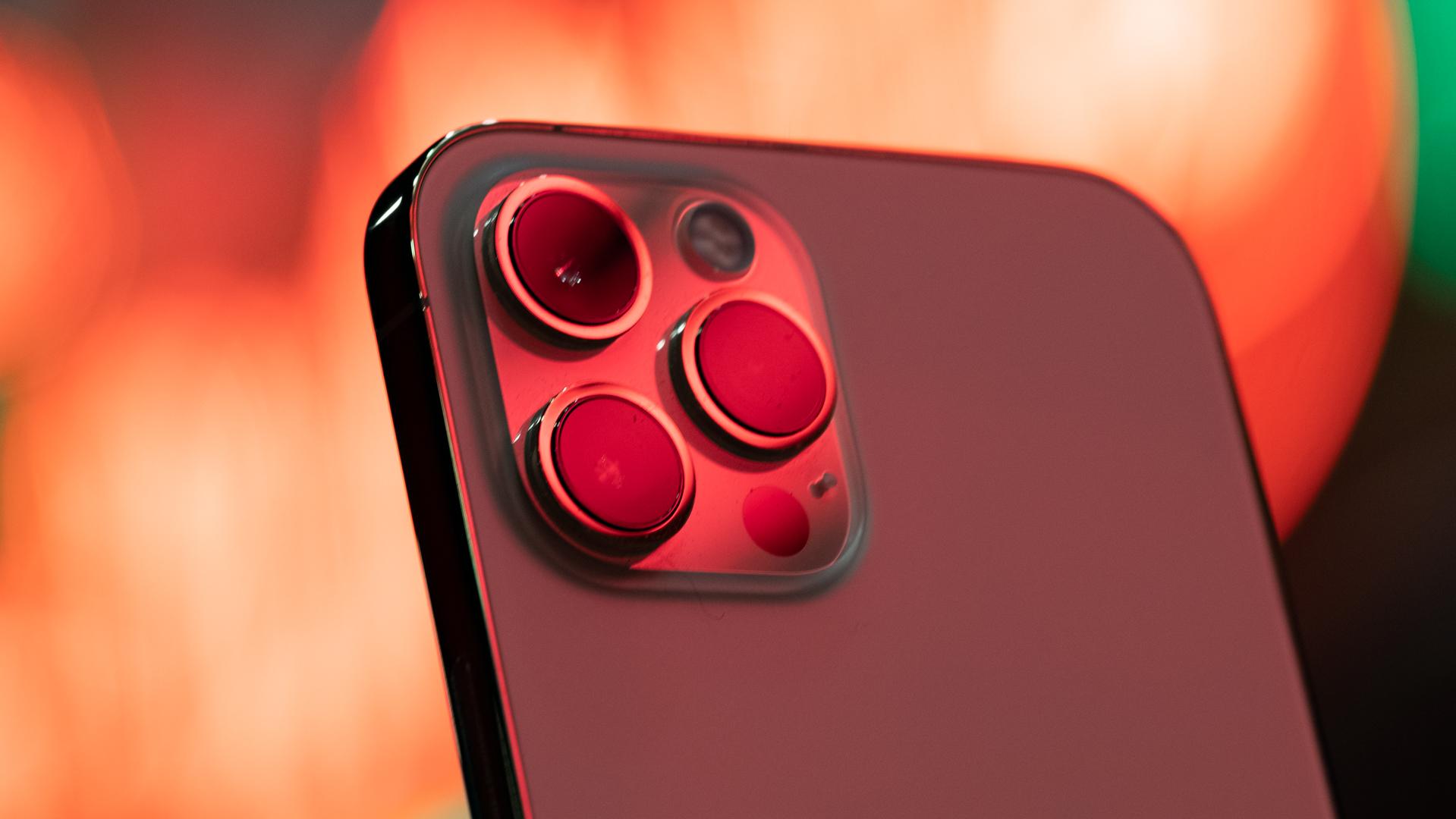 iPhone 12 Pro Max neon camera macro 3