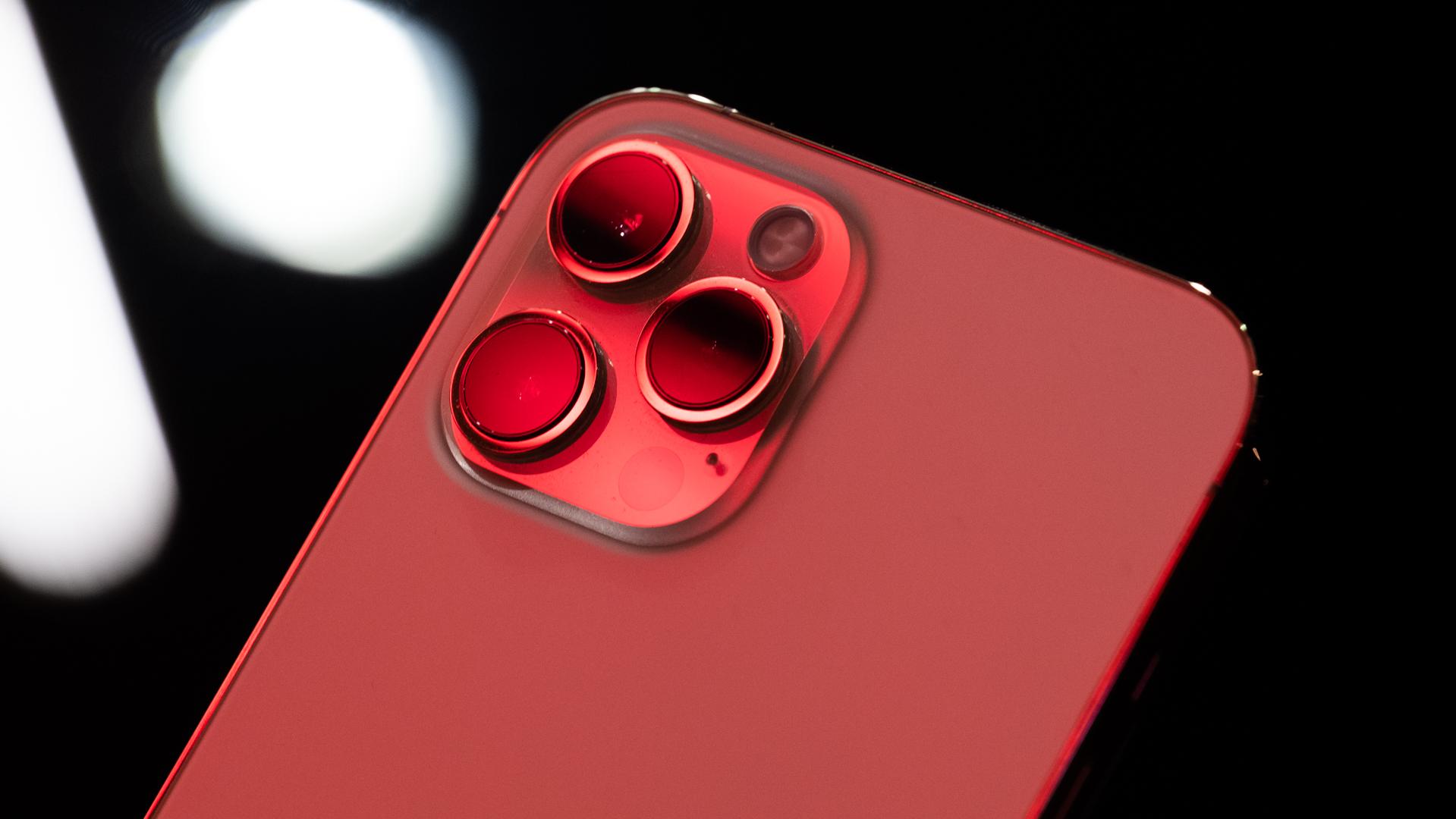 iPhone 12 Pro Max neon camera macro 6