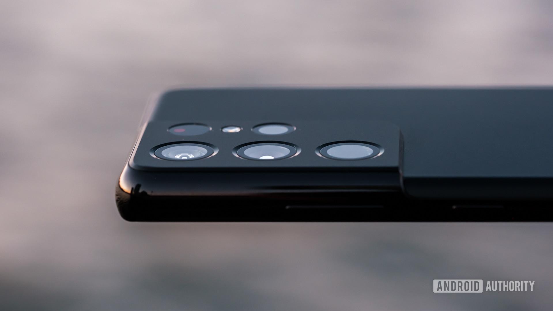 Samsung Galaxy S21 Ultra camera bump side view