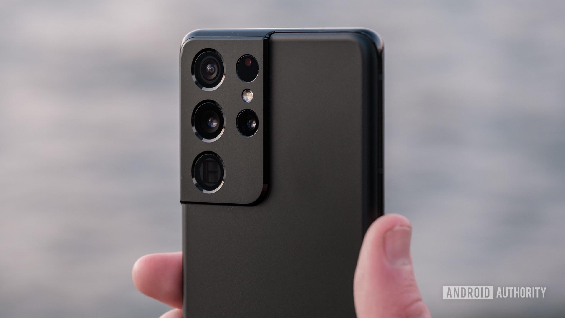 Samsung Galaxy S21 Ultra camera module macro in hand