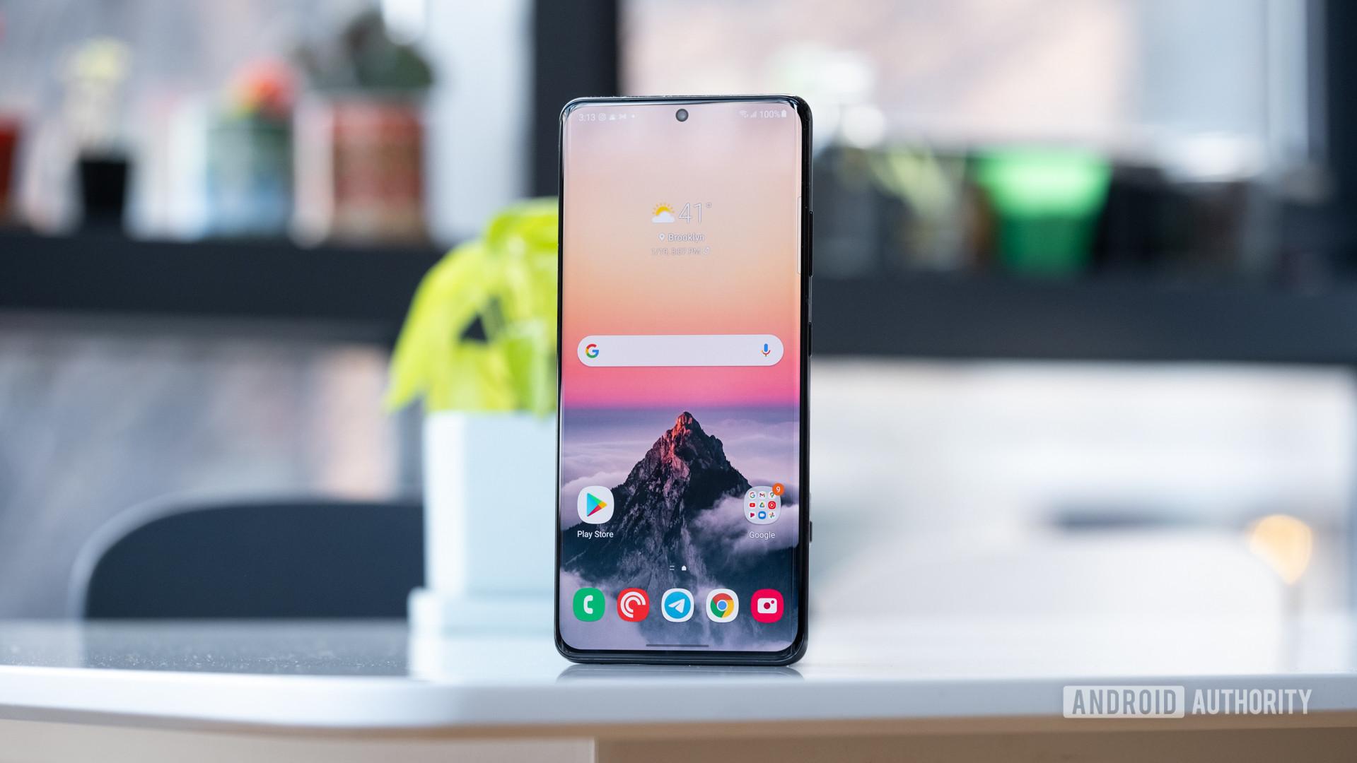 Samsung Galaxy S21 Ultra display on table straight on