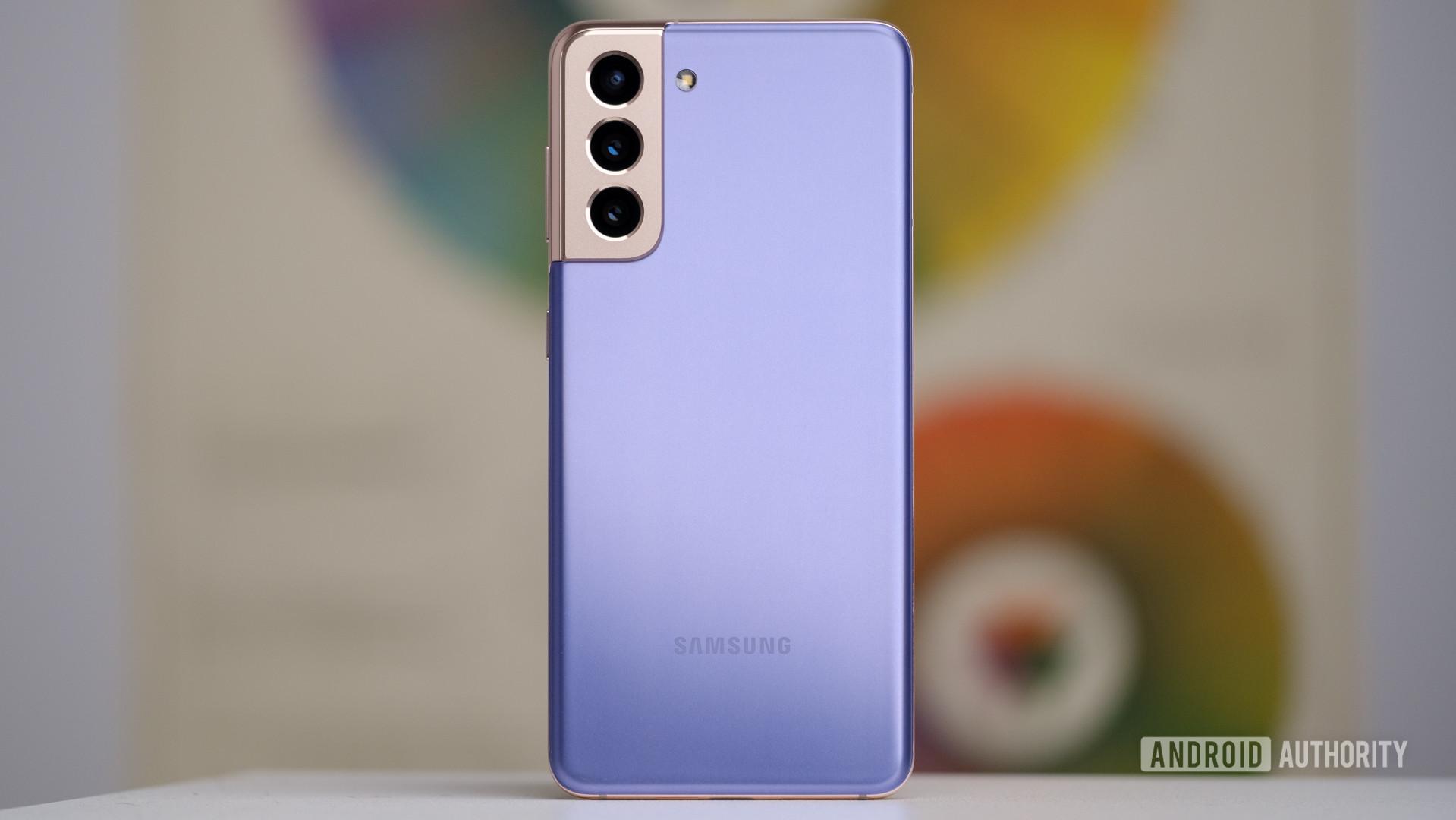 Samsung Galaxy S21 back against wall 1
