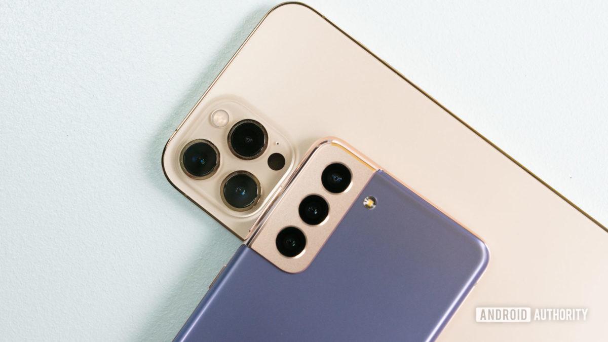 Samsung Galaxy S21 vs Apple iPhone 12 Pro Max 2