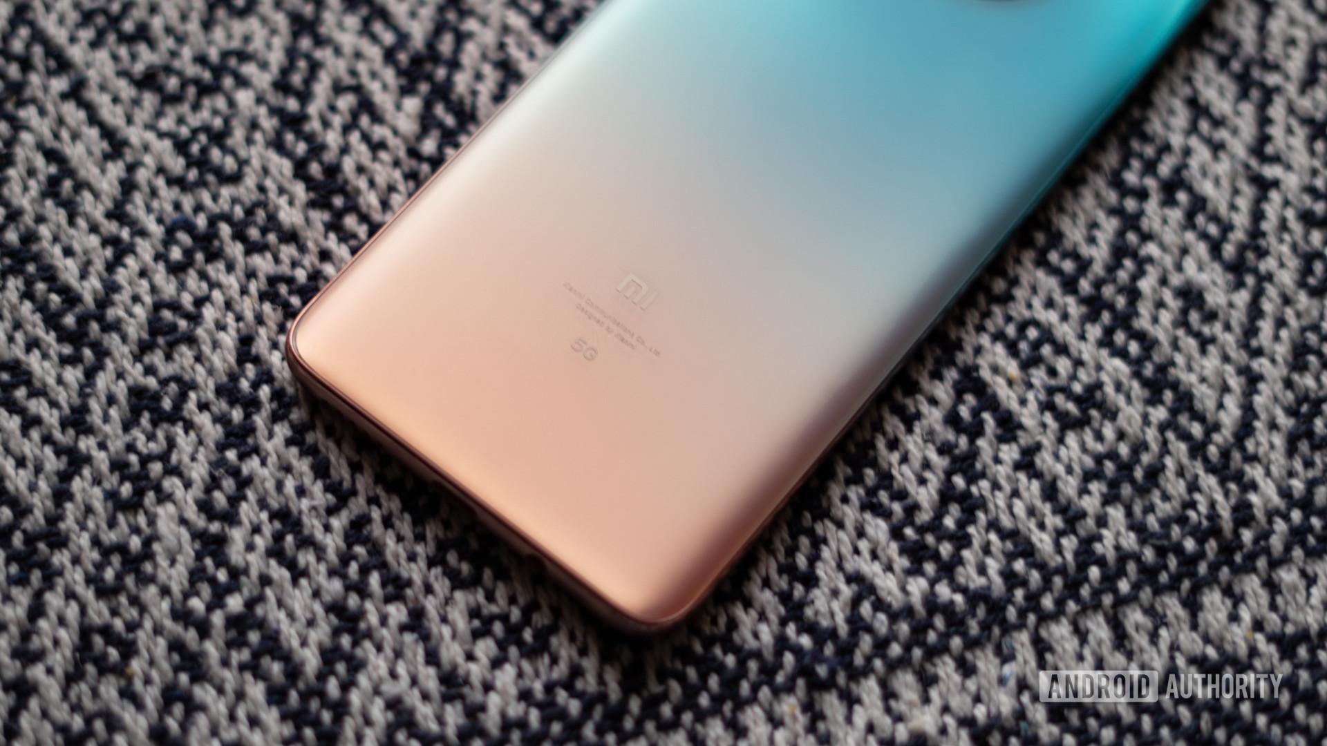 Xiaomi Mi 10i review logo and gradient