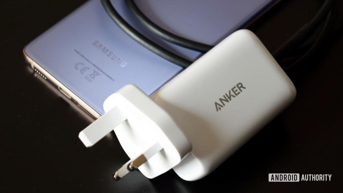Anker PowerPod III Pod with Galaxy S21