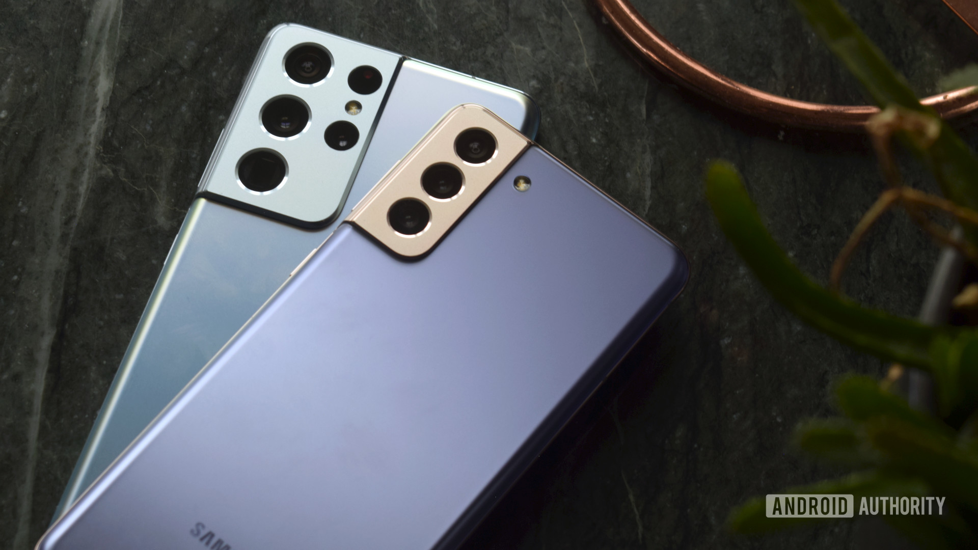 Samsung Galaxy S21 Ultra vs Galaxy S21 Plus backs